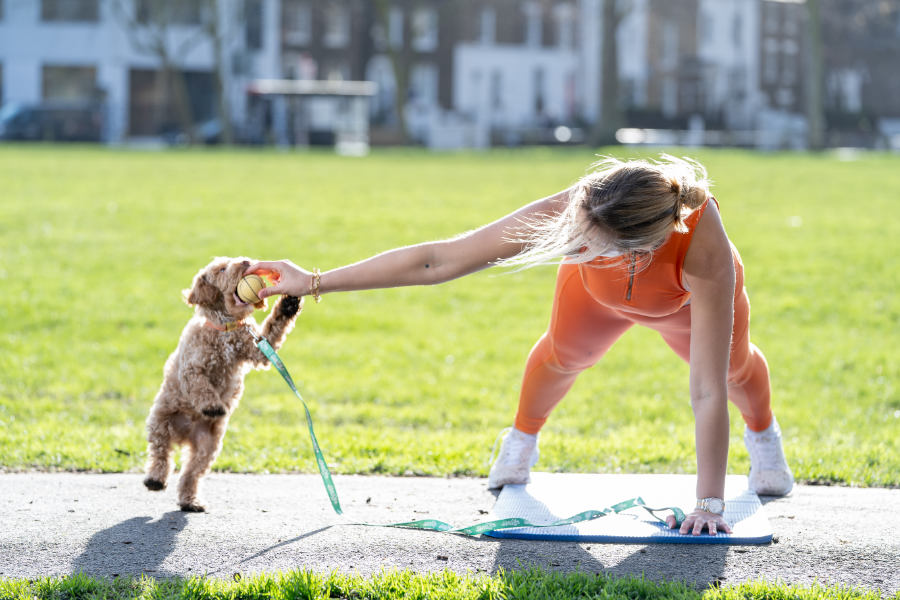 Chessie King working out with her Cockapoo (Photo: Rover.com)